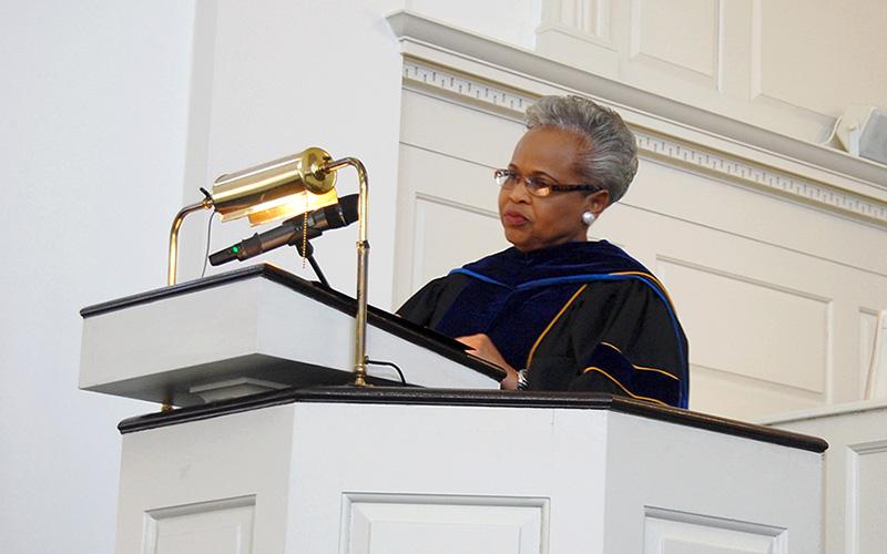 Senator Robinson delivers inspiring Honors Convocation speech