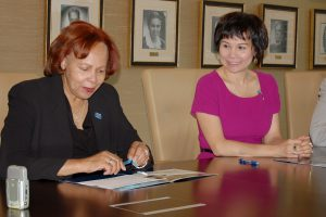 DSC_0173.JPG — Dr. Dawkins and American Language Academy President Yuni Nguyen