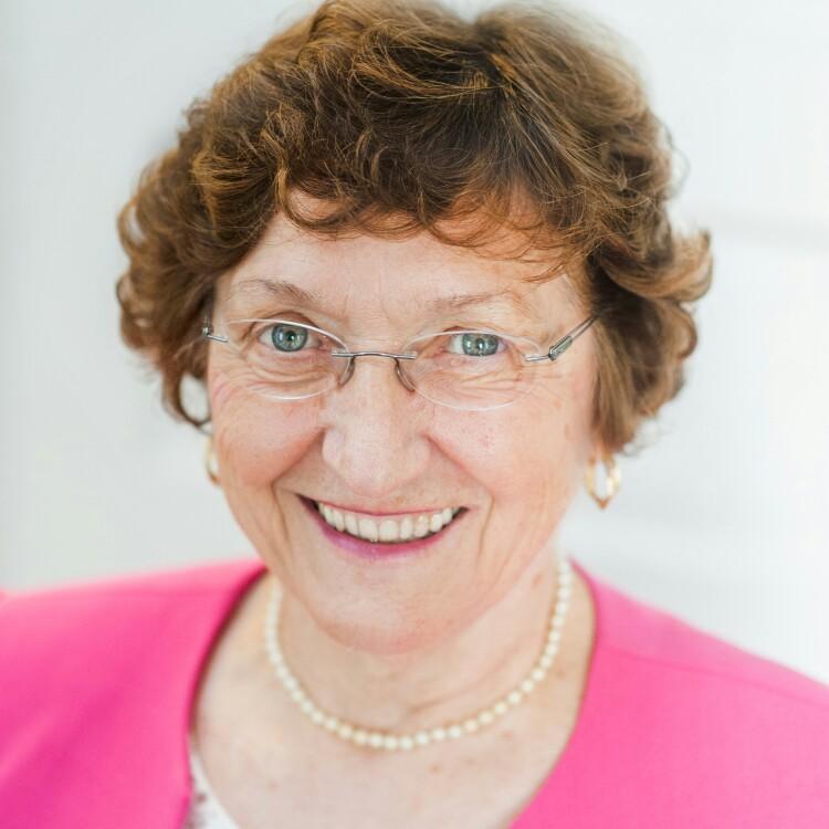 Former Bennett Professor Dr. Dawn Chaney doesn't mind giving back